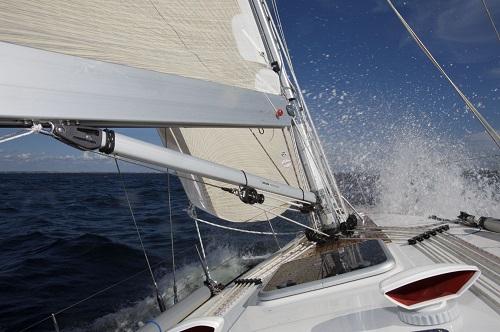 sailboat with Seldén rodkicker