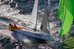 racing dinghy with Seldén gear